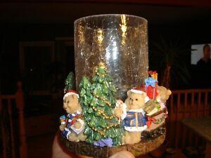 Hurricane Candleholder - Crackled Glass&Christmas Polyresin Base Kitchener / Waterloo Kitchener Area image 2