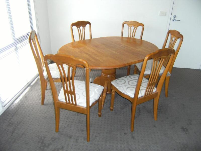 Dining table round dining table gumtree for Dining room tables on gumtree