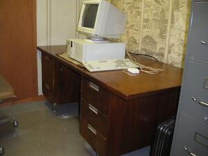 Bureau de travail meubles dans ville de qu bec petites for Bureau kijiji
