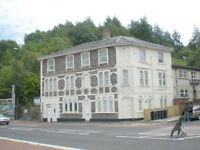 2 Bed Top Floor Flat - Bath Rd - Unfurnished/Exc