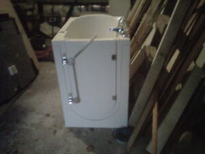 premeir bath tub for sale Stratford Kitchener Area image 1