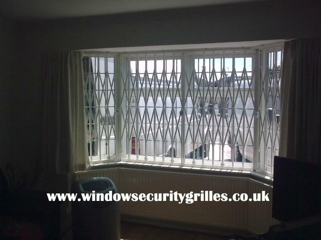 FOLDING CONCERTINA SECURITY GRILLES FOR WINDOW DOOR COLLAPSIBLE GATES SHUTTER SHUTTERS GRILLE GATE