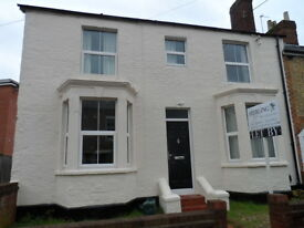 A 6 bedroom property to let on Bullingdon Road for new student academic year 2017-2018.