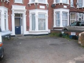 1 BED GARDEN FLAT - OFF THE DRIVE, ILFORD