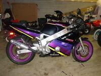 *À VENDRE! PIÈCES USAGÉS DE Yamaha FZR 600 1989 a 1999*