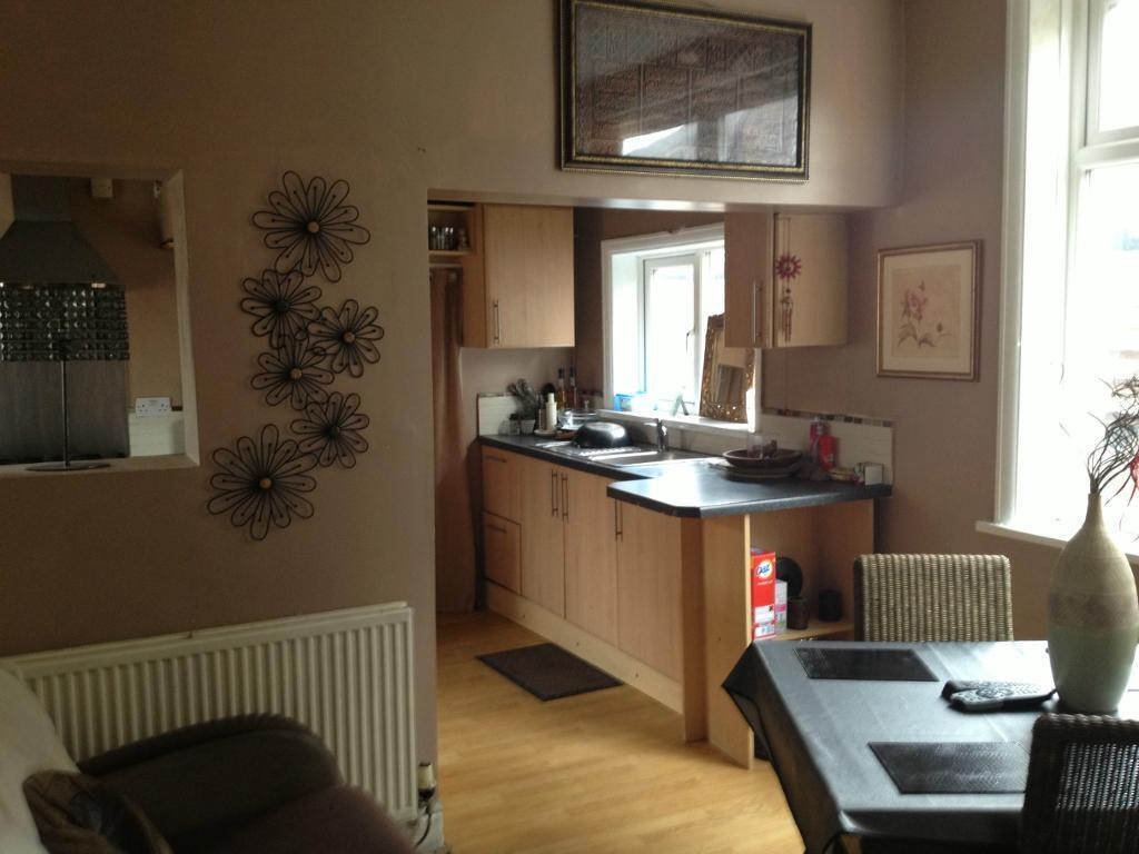 bed rooms available, double ALL BILLS INCLUDED.Good public transport to city/Uni Gas/C/Heating