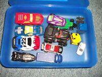 Kiste mit Spielzeugautos Autos mit Startrampe v. Hotwheels Niedersachsen - Cappeln (Oldenburg) Vorschau