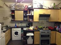 STUDENT PROPERTY. 5 bedroom flat split over 2 floors available to rent in Redland.