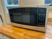 Logik Microwave Oven Silver, fully working. 800W