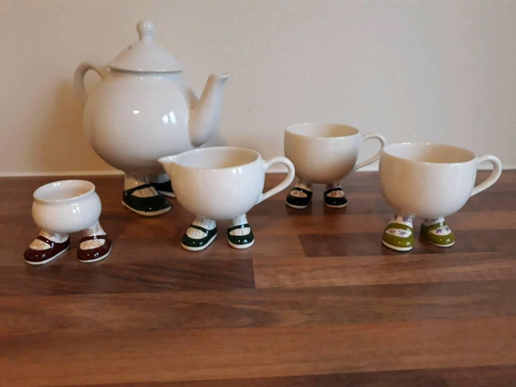 Carltonware pottery set