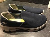 Men's Skechers Go Walk Size 9.