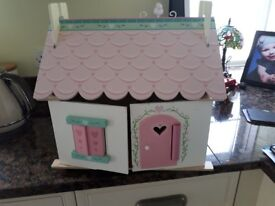 Le toy van lillys cottage/dolls house