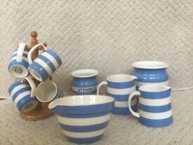 Cornish Blue 2 Jugs/2 unlided Storage Jars/ 4 mugs/mixing Bowl....£50 for everything....huge saving.