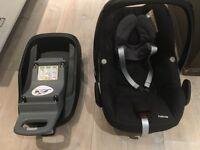 MaxiCosi Pebble car seat in black & Isofix Base unit