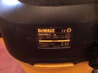 DeWalt DWV901L Wet/dry cylinder vaccum dust extractor £220 OVNO
