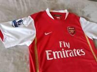 Arsenal Shirt, size Medium ( New)