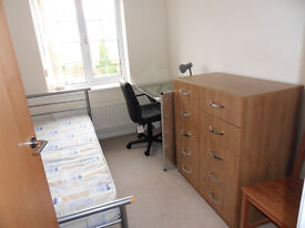 3 BEDROOM TOP FLOOR FLAT FULLY FURNISHED, NEAR TO LOUGHBOROUGH UNI
