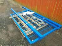 Brand new mesh compound dog run gate and posts sizes in pictures tractor