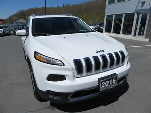 2016 Jeep Cherokee Limited *Pano Roof *Heated Leather *Nav