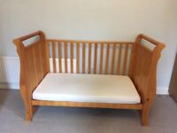 VIB baby cotbed & chest of drawers