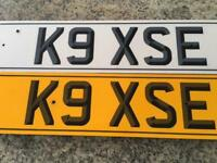 Private number plate on retention