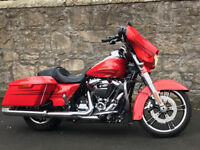 HARLEY-DAVIDSON FLHXS STREETGLIDE SPECIAL 2017 LOW MILEAGE IMMACULATE CONDITION