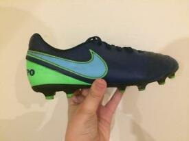 Nike tienpo limited edition football moulded studs size 5.5 uk