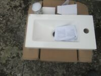 small sink ideal for caravanette or similar ( small chip on front