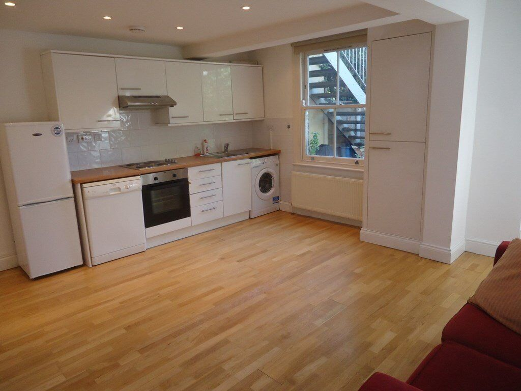Charming 2 double bedroomed converted garden flat. There is a modern kitchen with dishwasher which o