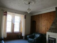 3 bedrooms flat, newly refurbished situated in city centre and main road, near school