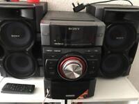 Sony hifi with speakers.