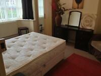 Bed room available, double ALL BILLS INCLUDED.Good public transport to city/Uni Gas/C/Heating/TV