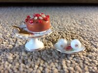 Dolls' House Cake Stand & Salt and Pepper Pot Set