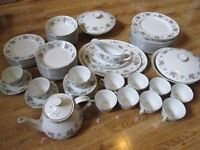 VINTAGE CROCKERY SET - PLATES
