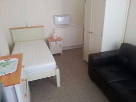 room single belfast for rent inclides all bill eletric heating broadband 10 min walk to city center