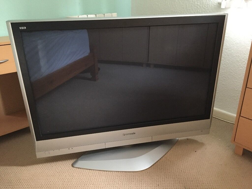 Panasonic 42 Inch Tv Th 42px60b With Rotating Pedestal Stand In