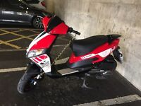 125cc scooter on a 16 plate cost £1200 new bargain at £800 ovno must be seen!