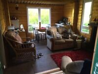 Lovely holiday home. Beautiful quiet surroundings. Dual fuel wood burner and solar panel ran.