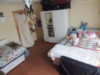 4 Double Rooms - Leyton/Stratford (CENTRAL LINE / LIVING ROOM). Bills incl