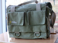 FOR SALE. NATIONAL GEOGRAPHIC CAMERA BAG