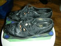 Pair black leather Kilt shoes - size 7