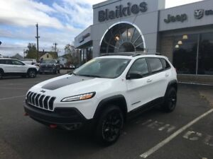 2015 Jeep Cherokee Trailhawk | 4x4 | HEATED SEATS | SUNROOF | NA