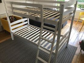 Bunk bed with 2 memory foam mattress' like new