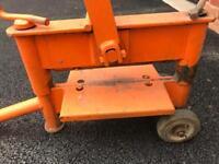 Block cutter block paving