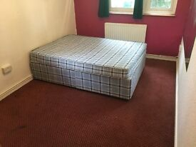 MASSIVE DOUBLE ROOM IN A LOVELY AREA IN ARSENAL, 1 MONTH MIMIMUM CONTRACT