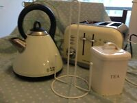 Vintage style kitchen - kettle , toaster, and fab accessories! Beautiful bargain!
