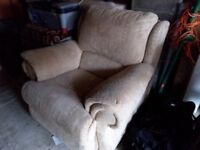 Free lazyboy armchair gold colour cleans up well good condition must pick up