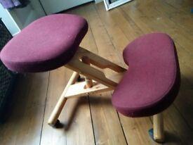 Kneeling chair - burgundy