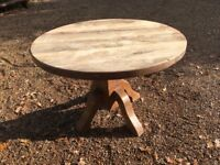 Large solid oak round table......can deliver
