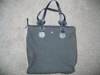 Tommy Hilfiger Hand/Shoulder bag in Black